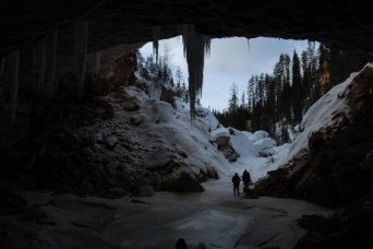 "<span style=""font-weight: bold;"">Ice cave tour<br></span>"