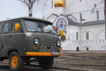 "<span style=""font-weight: bold;"">SOVIET VAN TOUR</span><br>"